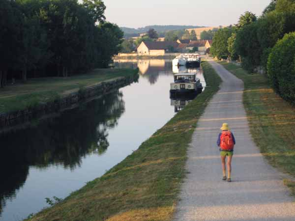 Walking in France: Approaching some slumbering boats on the Canal du Nivernais