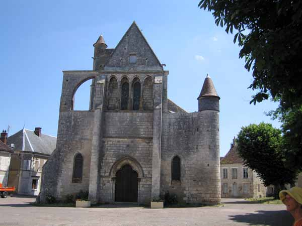 Walking in France: The ancient lop-sided church of Mailly-le-Château