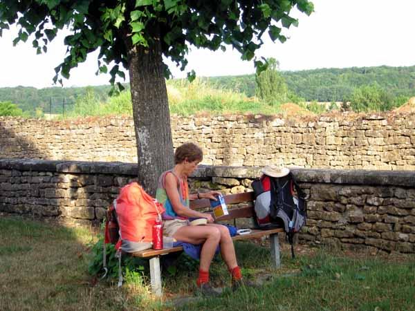 Walking in France: Breakfast in the church yard, Villiers-sur-Yonne