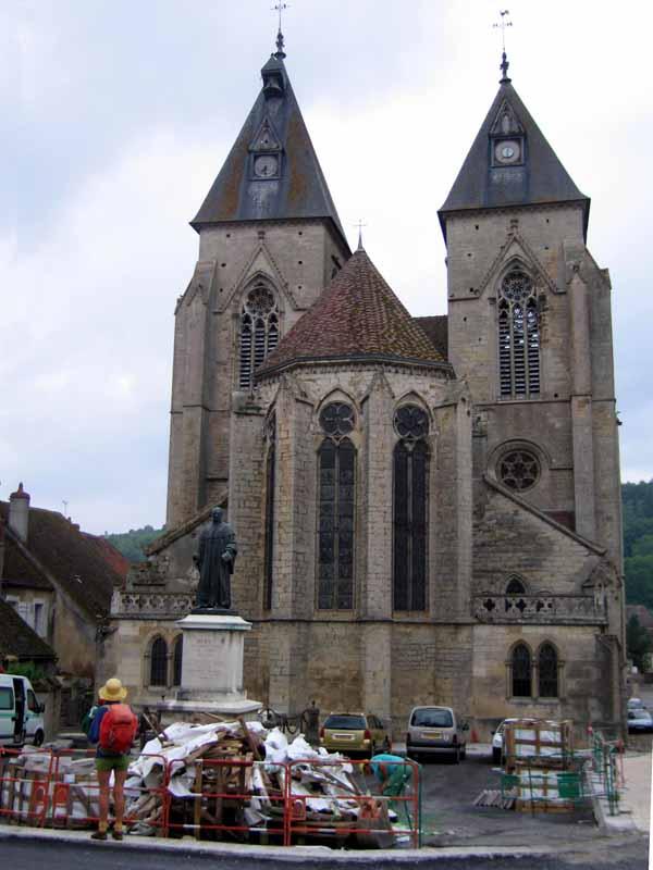 Walking in France: Twin towers of Saint-Pierre, Varzy