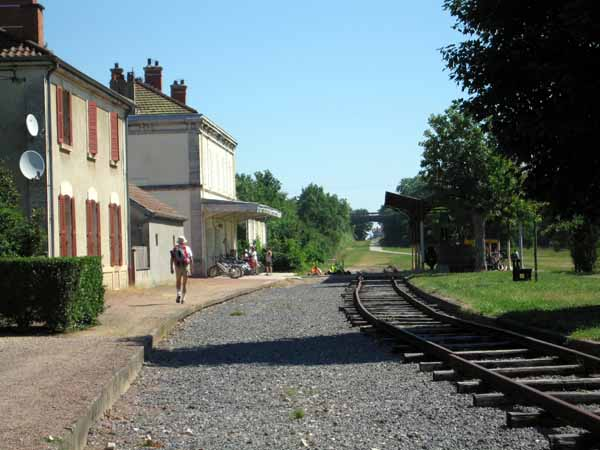Walking in France: Arriving at the railway station of Saint-Gengoux-le-National