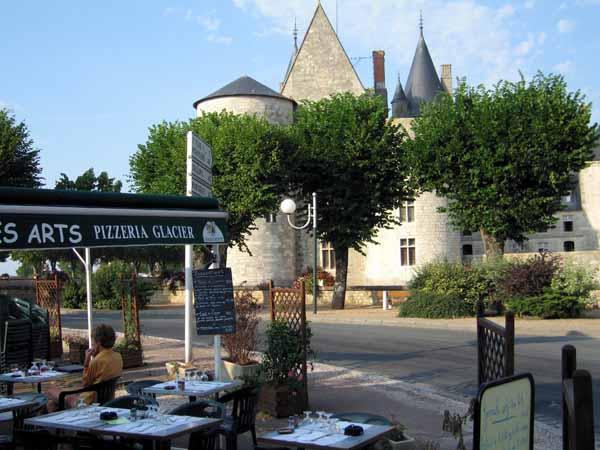 Walking in France: Apéritifs at the Café des Arts next to the château
