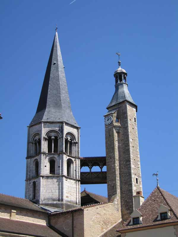 Walking in France: Enclosed wooden walkway between the steeple and bell-tower of the church, Saint-Gengoux
