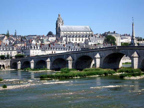 Walking in France: Blois from across the Loire