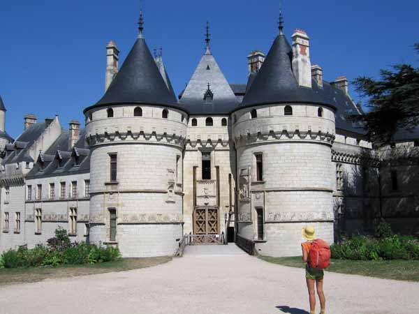 Walking in France: Arriving at the Château de Chaumont