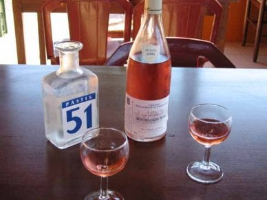 Walking in France: A pre-dinner taste of the local vintage, Couches