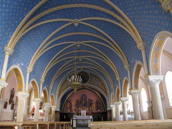 Walking in France: The interior of the church in Dracy-les-Couches