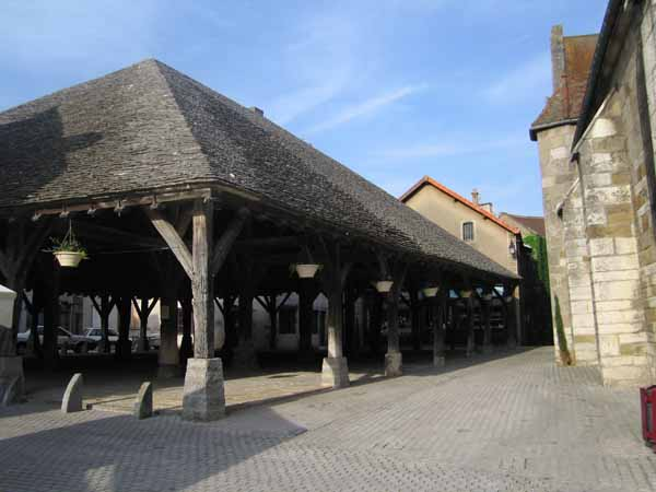 Walking in France: The great halle of Nolay