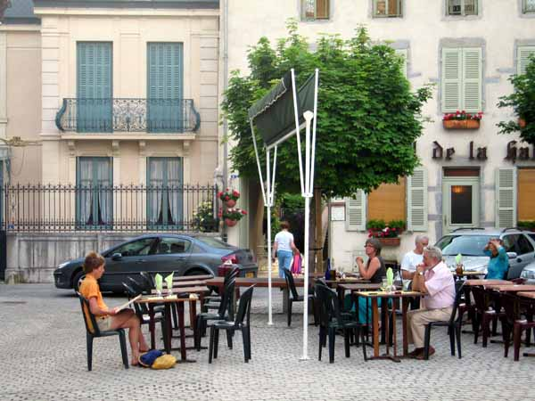 Walking in France: Dinner in the Place de la Halle, Nolay