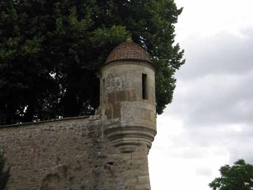 Walking in France: Guard tower on Avallon's outer wall