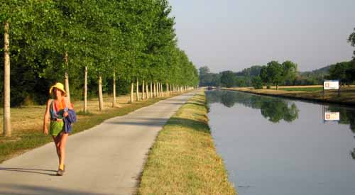 Walking in France: The Canal du Nivernais