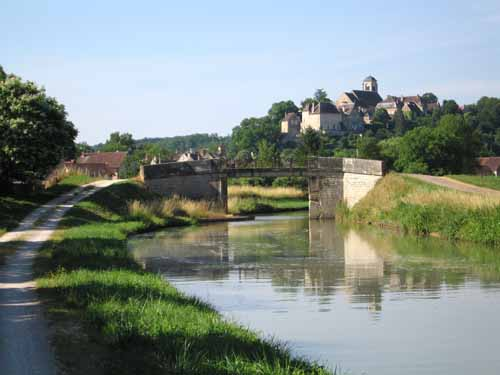Walking in France: Arriving in Châtel-Censoir