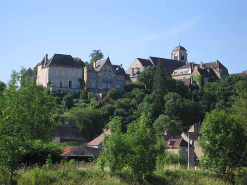 Walking in France: Looking up to the church at Châtel-Censoir