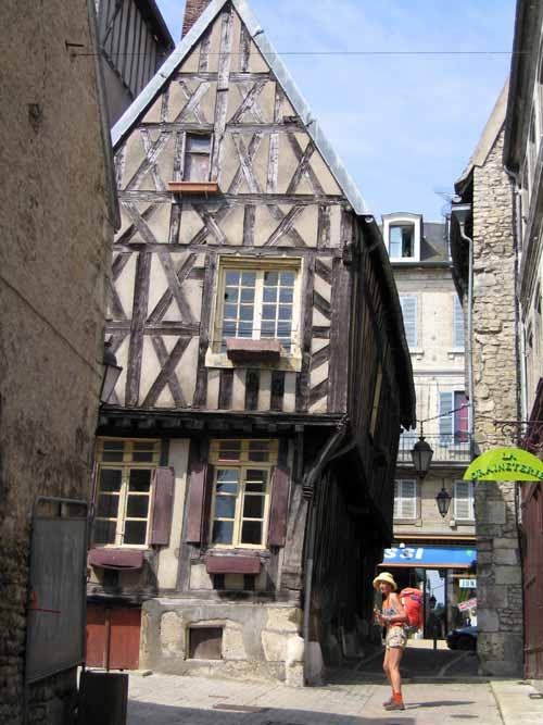 Walking in France: Arriving in Clamecy