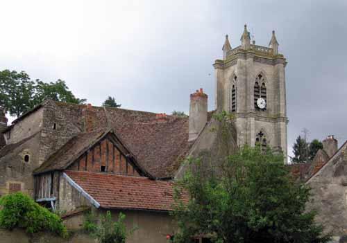 Walking in France: Church in Donzy