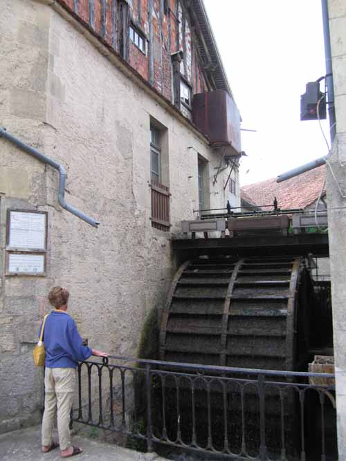 Walking in France: The old water wheel at the Moulin de Malpertuis, Donzy