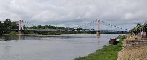 Walking in France: Bridge across the Loire at Cosne-sur-Loire