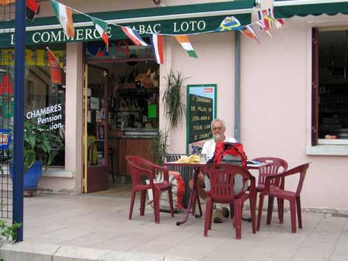 Walking in France: Second breakfast in Neuvy-sur-Loire