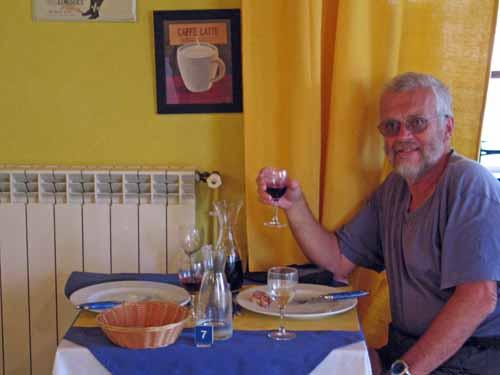 Walking in France: Dinner in Châtillon-sur-Loire