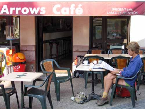 Walking in France: Relaxing in Jargeau