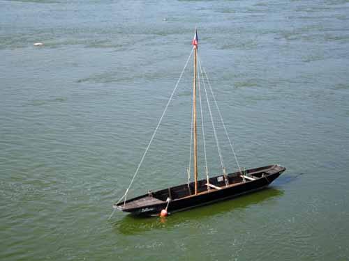 Walking in France: Typical flat-bottomed Loire boat