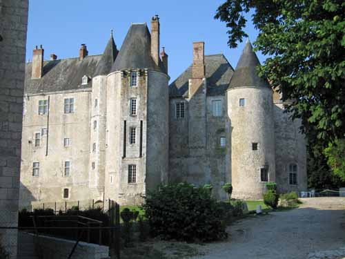 Walking in France: The very fine château of Meung