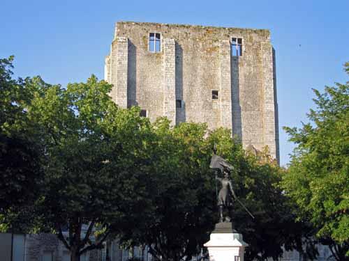Walking in France: Tower of Caesar, Beaugency