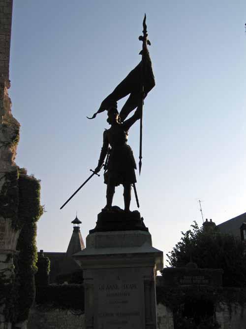 Walking in France: Joan of Arc's statue in Beaugency