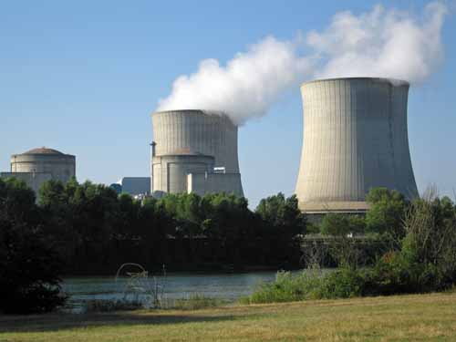 Walking in France: The nuclear power station of Saint-Laurent-des-Eaux
