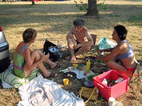 Walking in France: Our Dutch and Peruvian neighbours at the camping ground