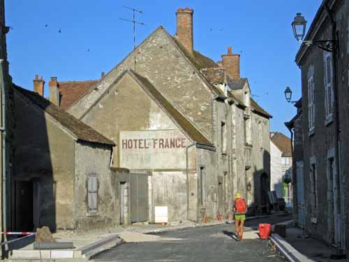 Walking in France: Arriving at Saint-Dyé