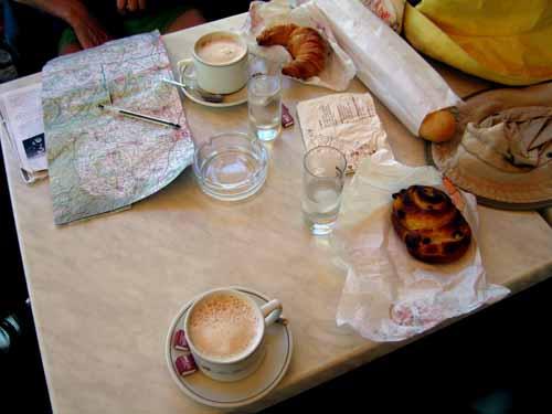 Walking in France: Second breakfast in Ouzouer