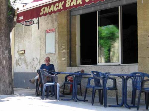 Walking in France: Coffee and shade in Saint-Hilaire