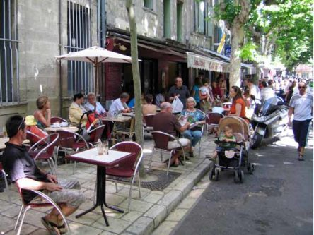 Walking in France: Coffee at the market, Uzès