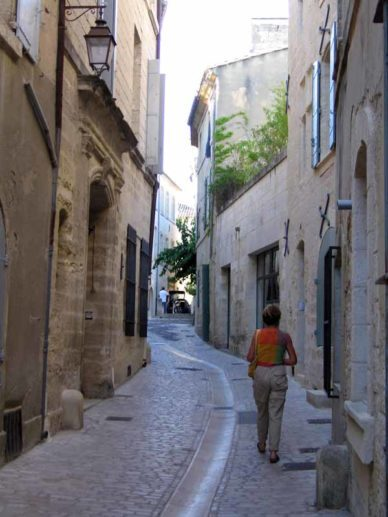 Walking in France: On the walking tour of Uzès