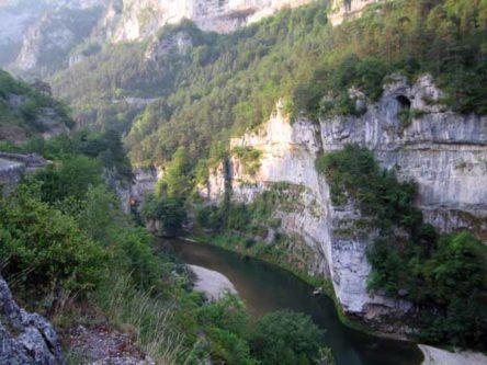 Walking in France: Les Détroits