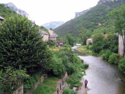 Walking in France: Crossing the Jonte river from le Rozier to Peyreleau
