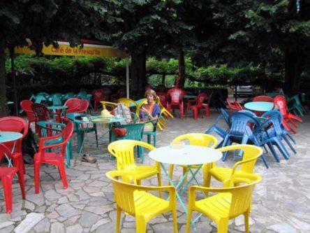 Walking in France: Second breakfast in Ambialet