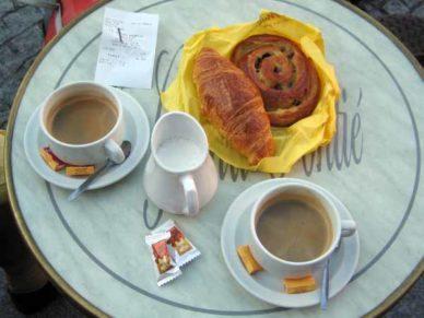 Walking in France: Second breakfast in the Place du Vigan