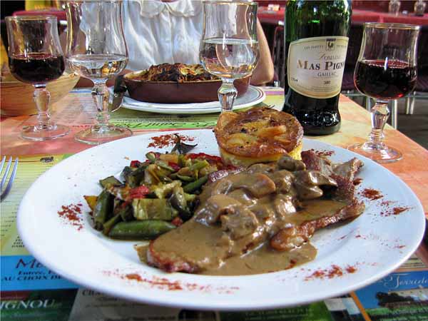 Walking in France: Dinner in Gaillac with a bottle of Gaillac