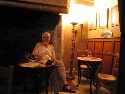 Walking in France: Apéritifs in the bistro, Puycelci