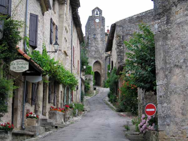 Walking in France: Arriving in Bruniquel - another steep village!