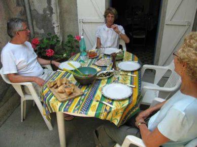 Walking in France: Lunch in the courtyard