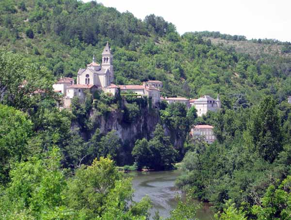 Walking in France: Approaching Albas