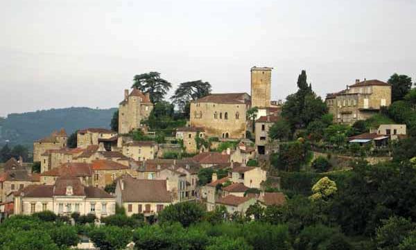 Walking in France: Approaching Puy l'Évêque