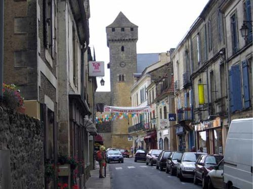 Walking in France: Arriving in Beaumont-du-Périgord with the fortified tower in the distance