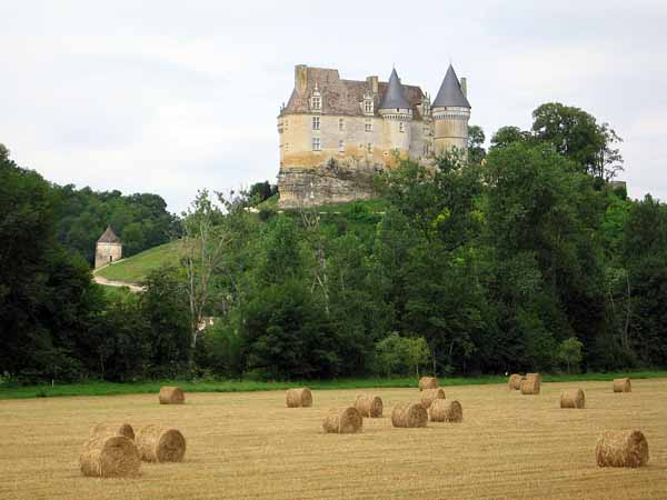 Walking in France: Château of Bannes