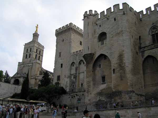 Walking in France: Palace of the Popes