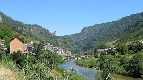 Walking in France: The bridge at les Vignes