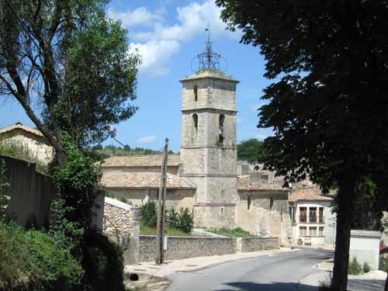 Walking in France: Entering Céreste